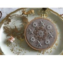 Weihnachtlicher Anhänger Joy - Perlenstickerei