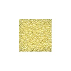 MH Glass Seed Beads 02002 - creme